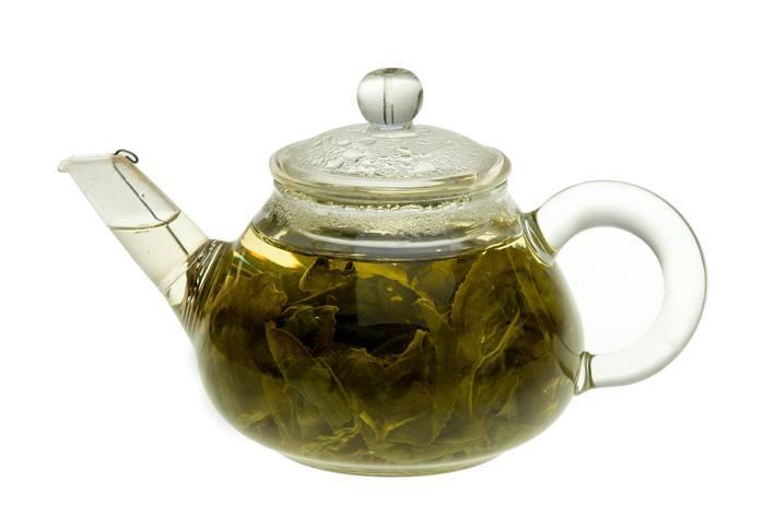 Konvička s čajovými listy