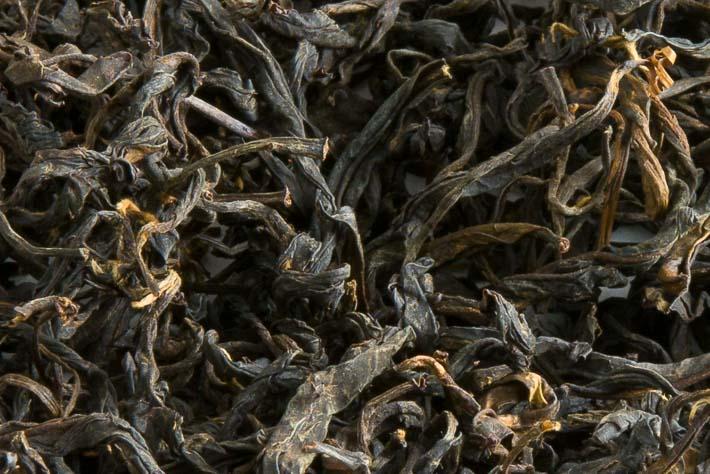 Ručně rolovaný čaj z gruzínského Chakvi - detail listu