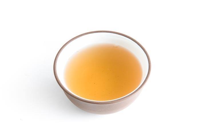 Ručně rolovaný čaj z gruzínského Chakvi - nálev