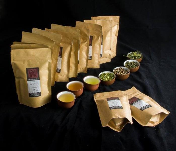 Sáčky a šálky s čaji