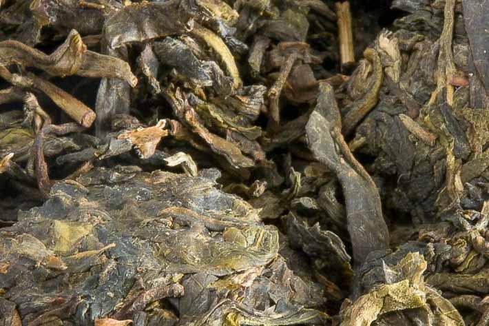 Hnízdo zeleného puerhu z Lin-cchangu - detail listu